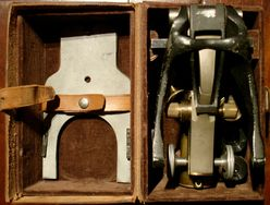 Bononiae Microscope - Koristka 32362, the microscope folded into the case